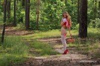 Выебали девушку в лесу имеет